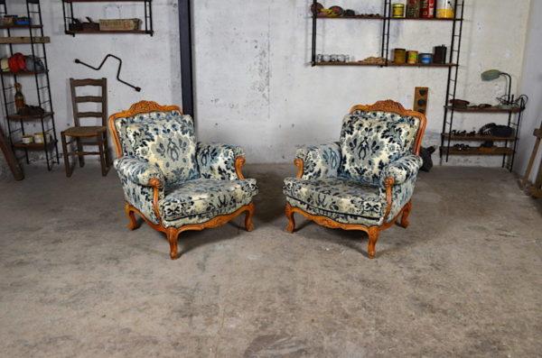 Paire de fauteuils Régence en bois naturel