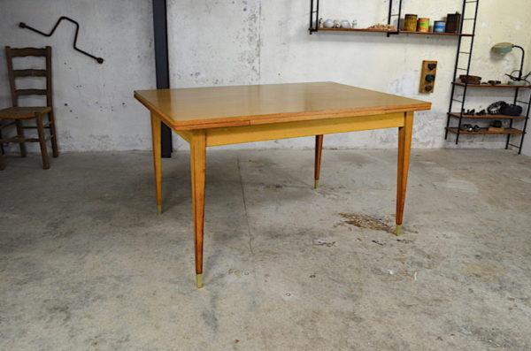 Table de repas Pierrette en chêne clair vintage 1960